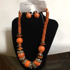Beautiful coral/orange women's necklace